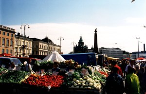 Helsinki Kauppatori © by James G. Howes, July 20, 1998